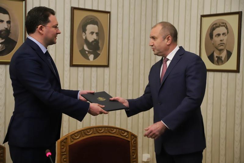 Митов връща мандата на Радев