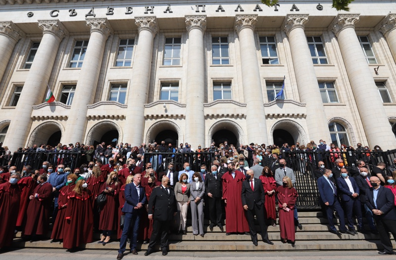 Протест на прокурори пред Съдебната палата