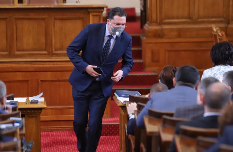 Даниел Митов търси подкрепа сред депутатите