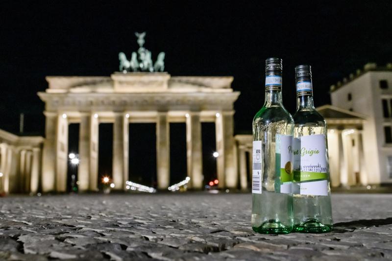 вино Берлин бутилки