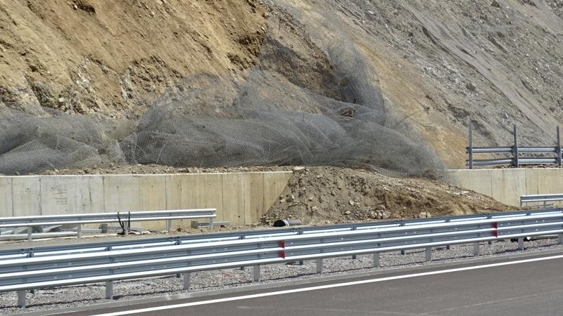 Скат от магистрала Струма се срути