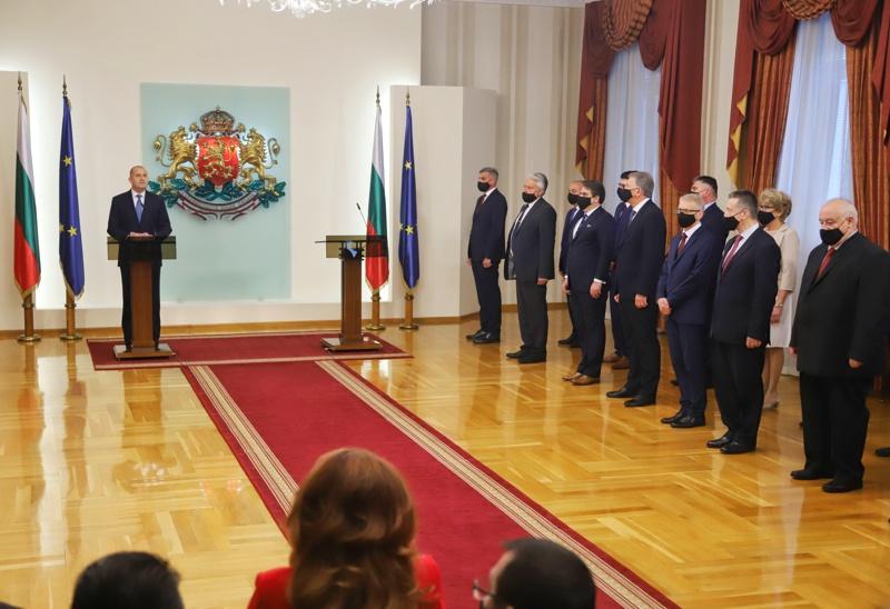 Румен Радев преставя служебното си правителство