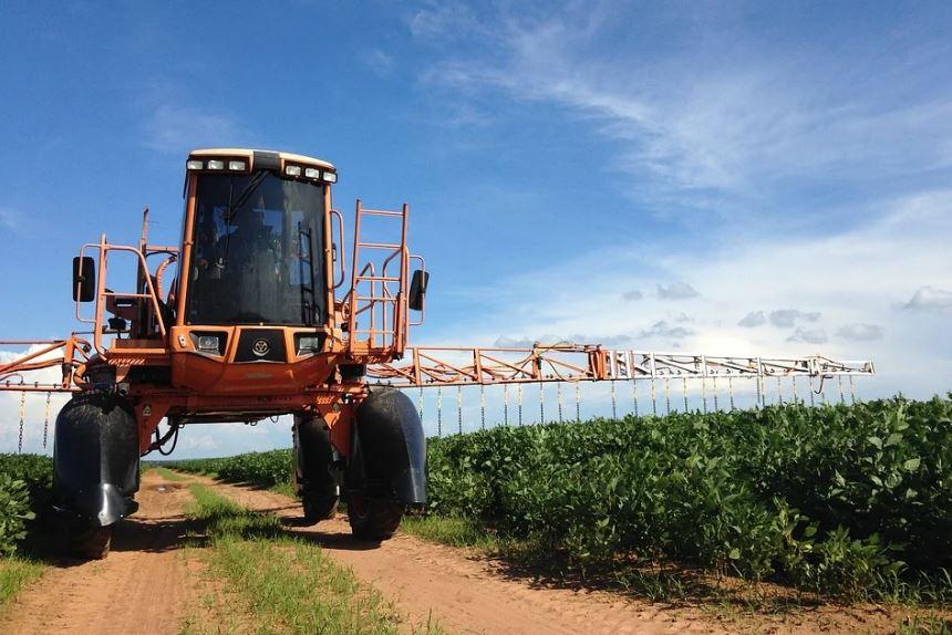 пестициди трактор