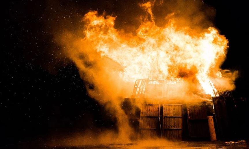пожар нощ взрив