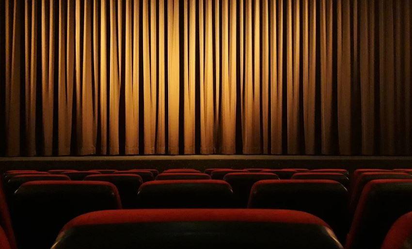 театър сцена завеса