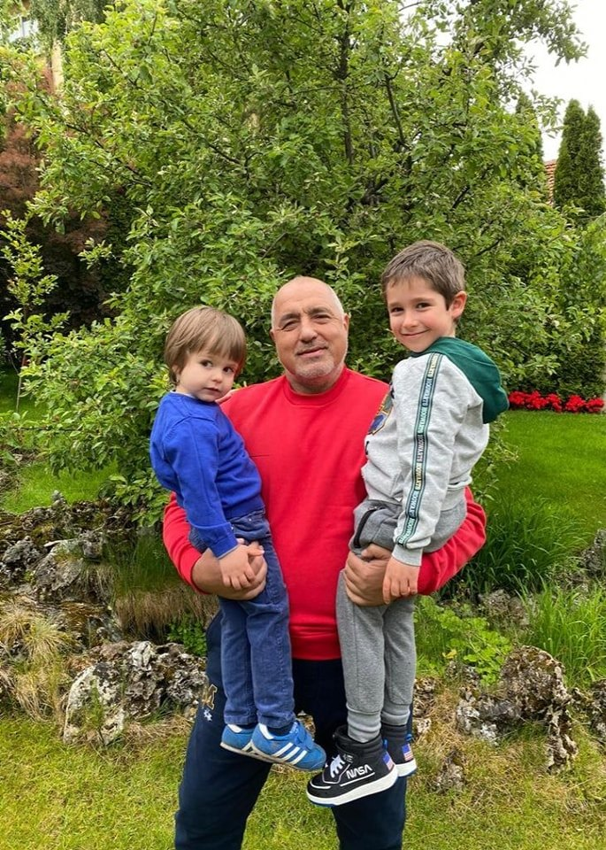 Бойко Борисов с внуците си