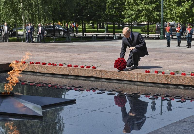 Путин 22 юни цветя рози
