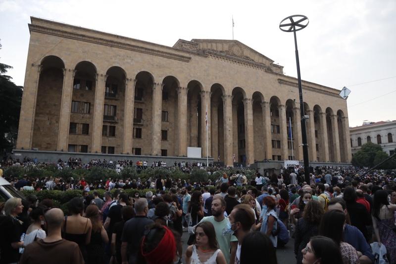 Тбилиси протести парламент