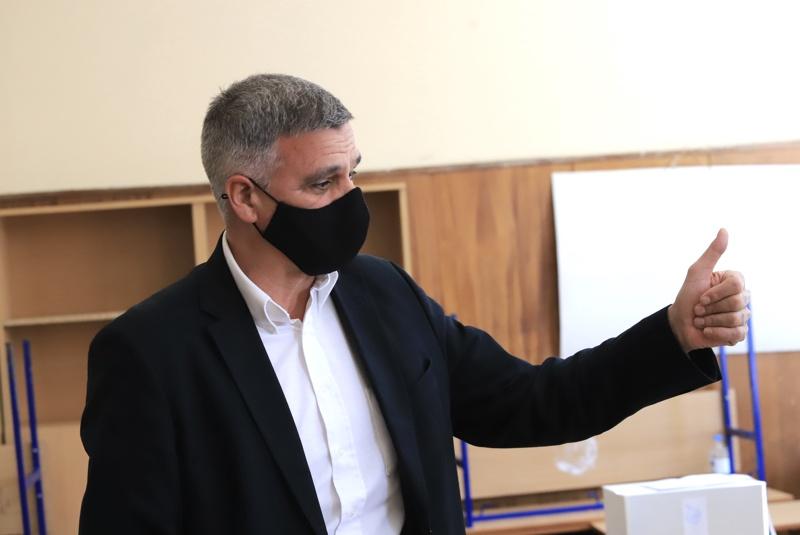Стефан Янев гласува