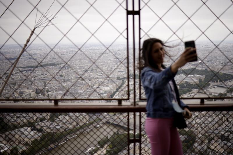 Айфеловата кула отвори врати