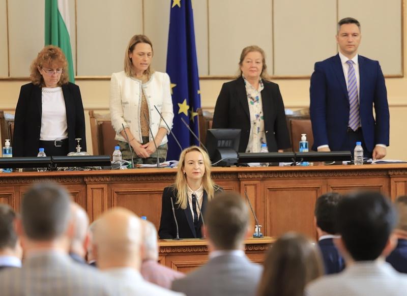 Антоанета Схефанова полага клетва като депутат