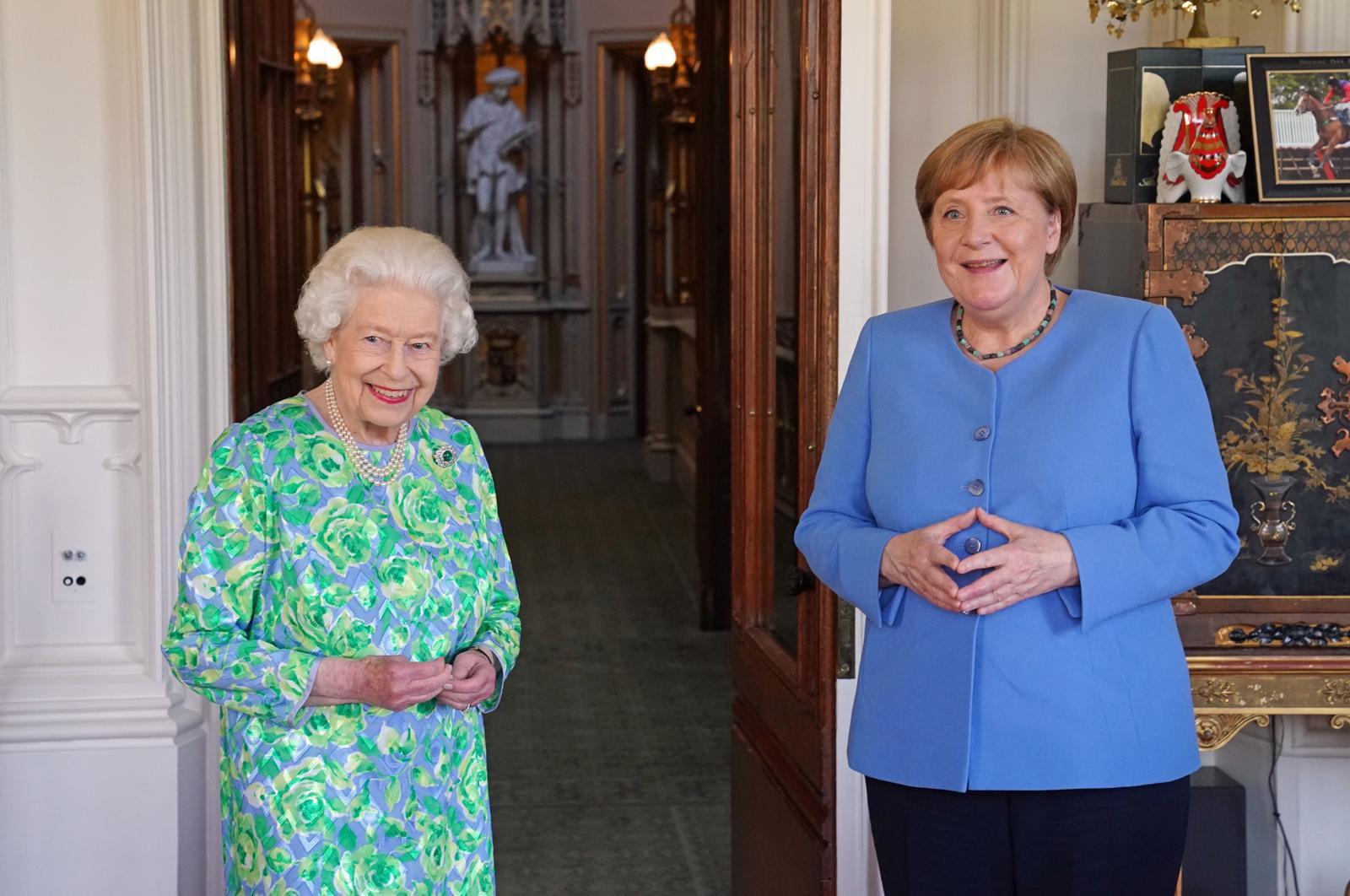 Eлизабет II и Меркел