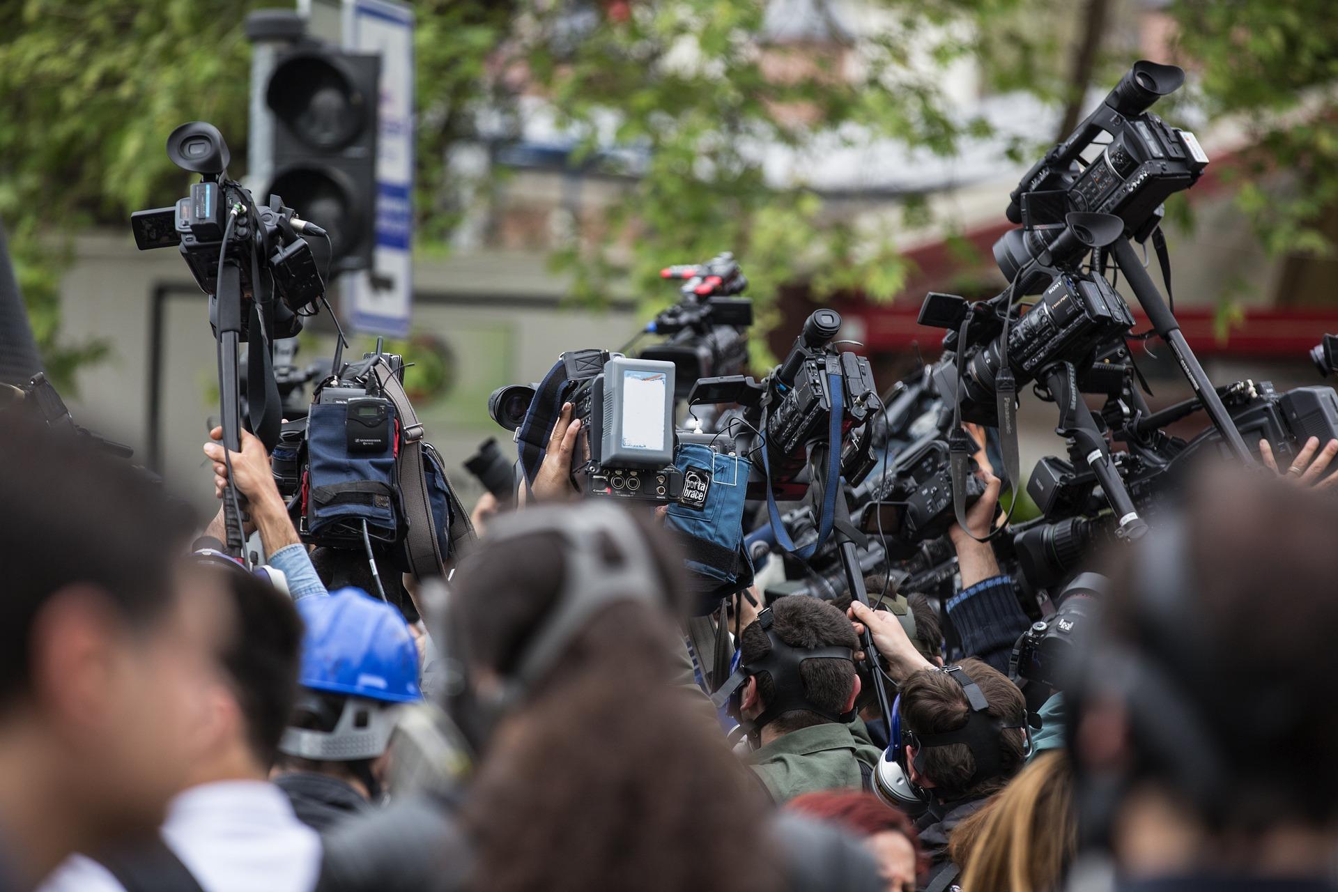 журналисти медии