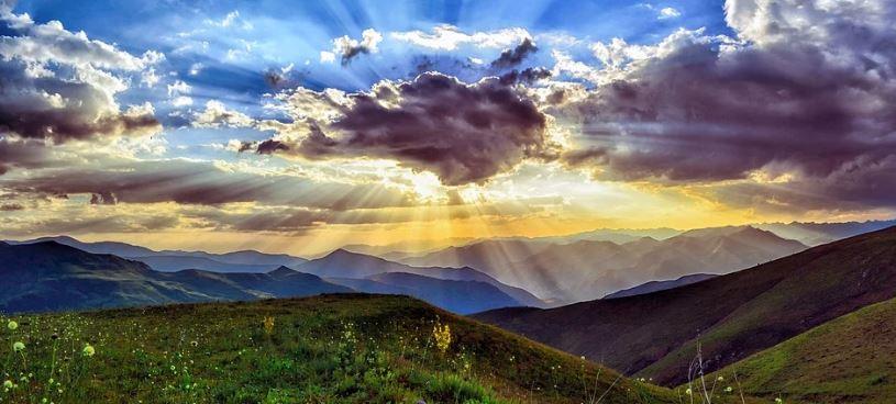 слънце облаци планина