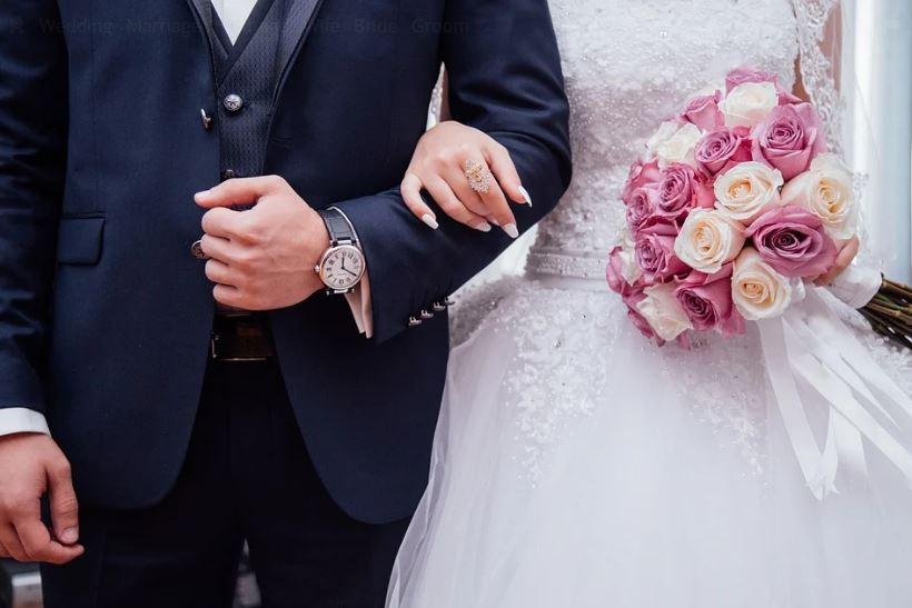 сватба младоженци