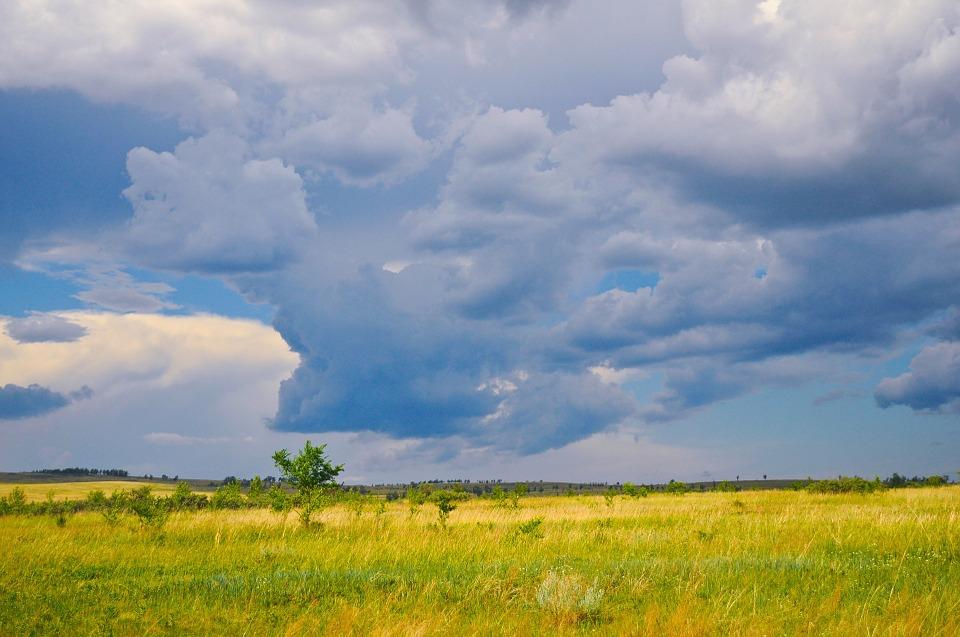 облаци лято поле дъжд