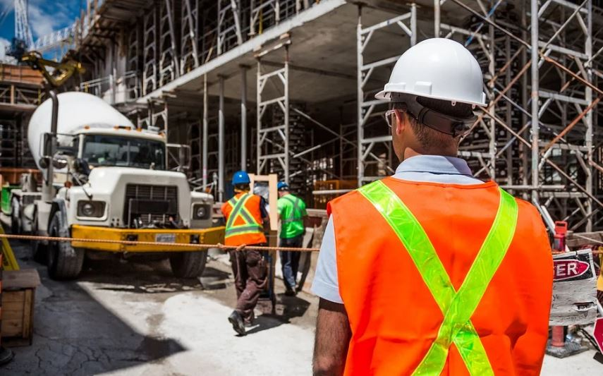 строеж работници