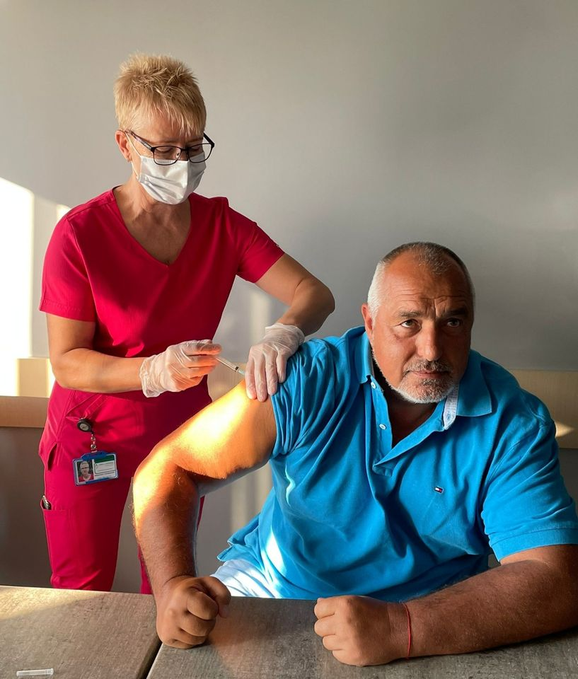 Борисов се ваксинира