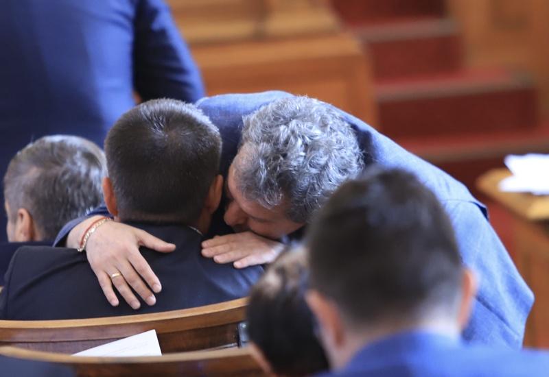 Тошко Йорданов шепне на ухо на Момчил Иванов