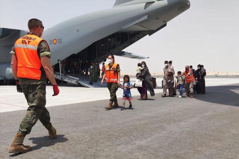 афганистанци на летището