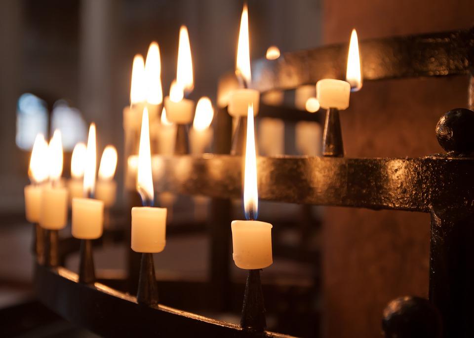 свещи църква