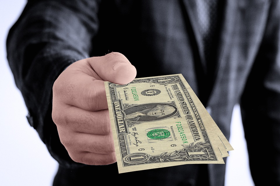 долари банкноти