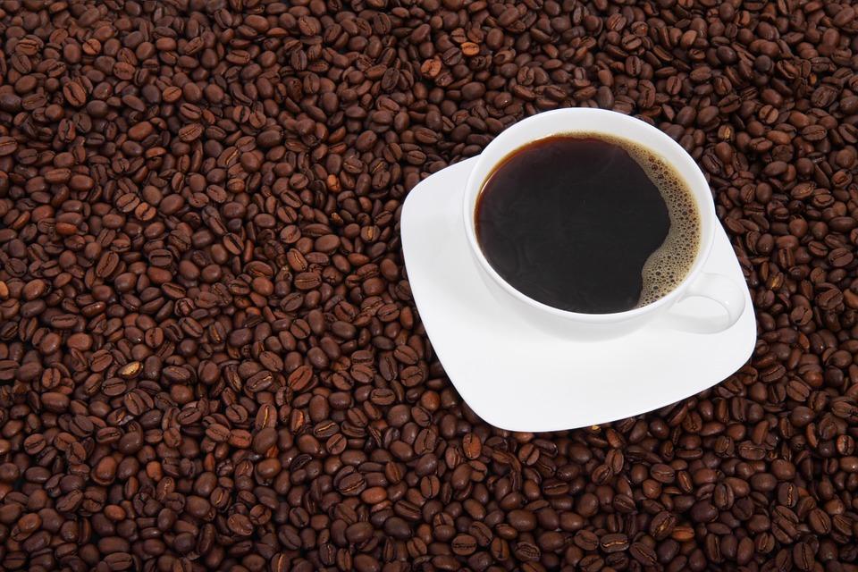 кафе зърна чаша кафе