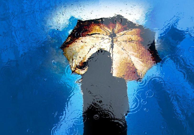 дъжд порой чадър жена