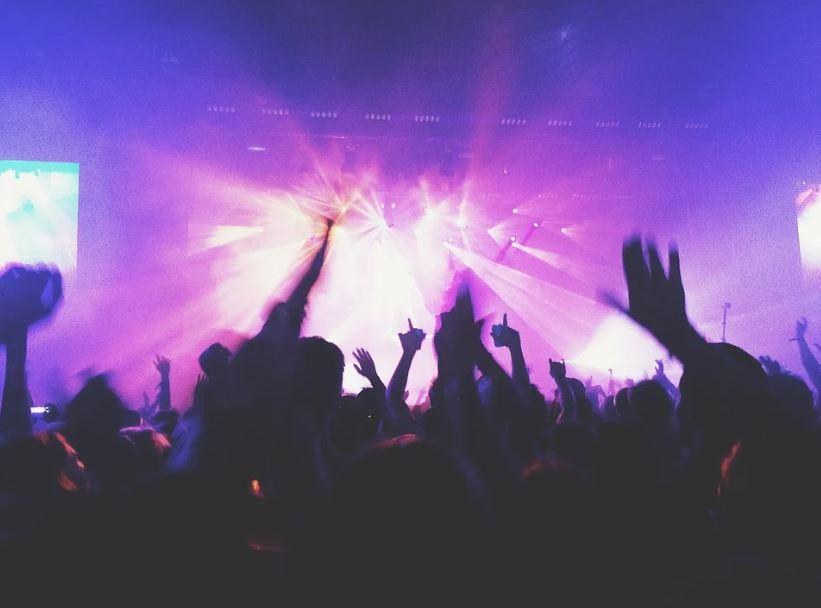 рок концерт сцена