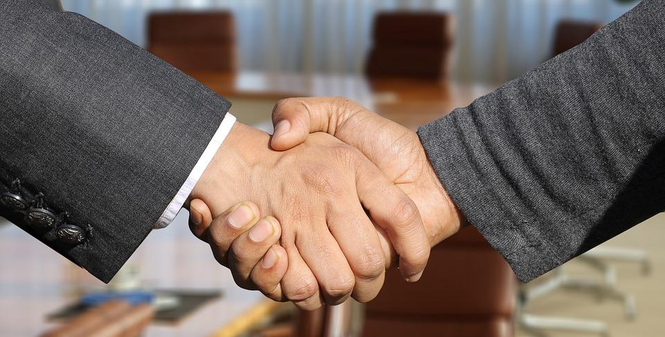 здрависване ръкостискане преговори