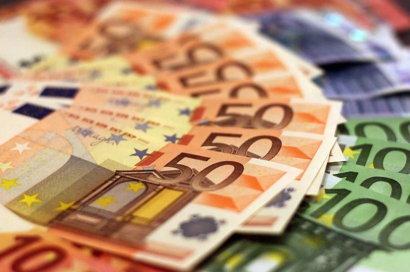 евро банкноти пари